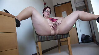 Busy Mature BBW in mini skirt rips her pantyhose and spreads