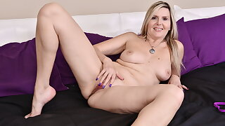 Canadian milf Velvet Skye welcomes you to her bedroom
