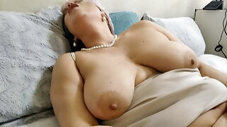 Super sexy MILF AimeeParadise: only hot extreme insertions!
